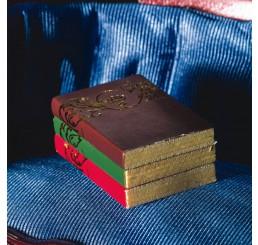 Boeken met gouden patroon