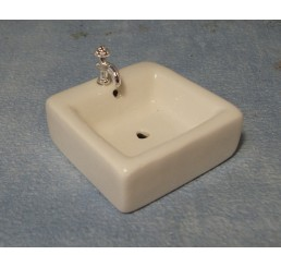 Vierkante wasbak met 'chroom'kraan