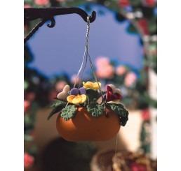 Hangende basket met gekleurde bloemen