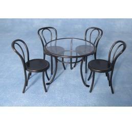 Zwart metalen tafel met stoelen